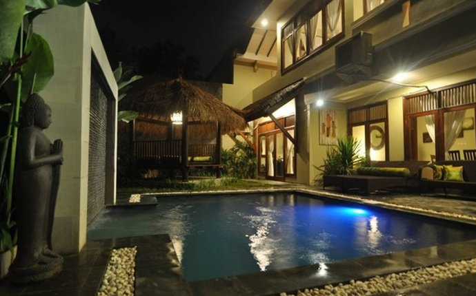 KUTA 5 Bedrooms - Great Location - Breakfast - mic - Villas for
